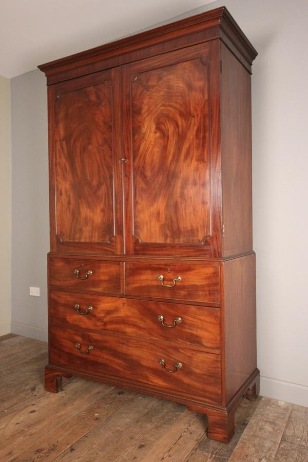 Superb Chippendale Period Mahogany Linen Press