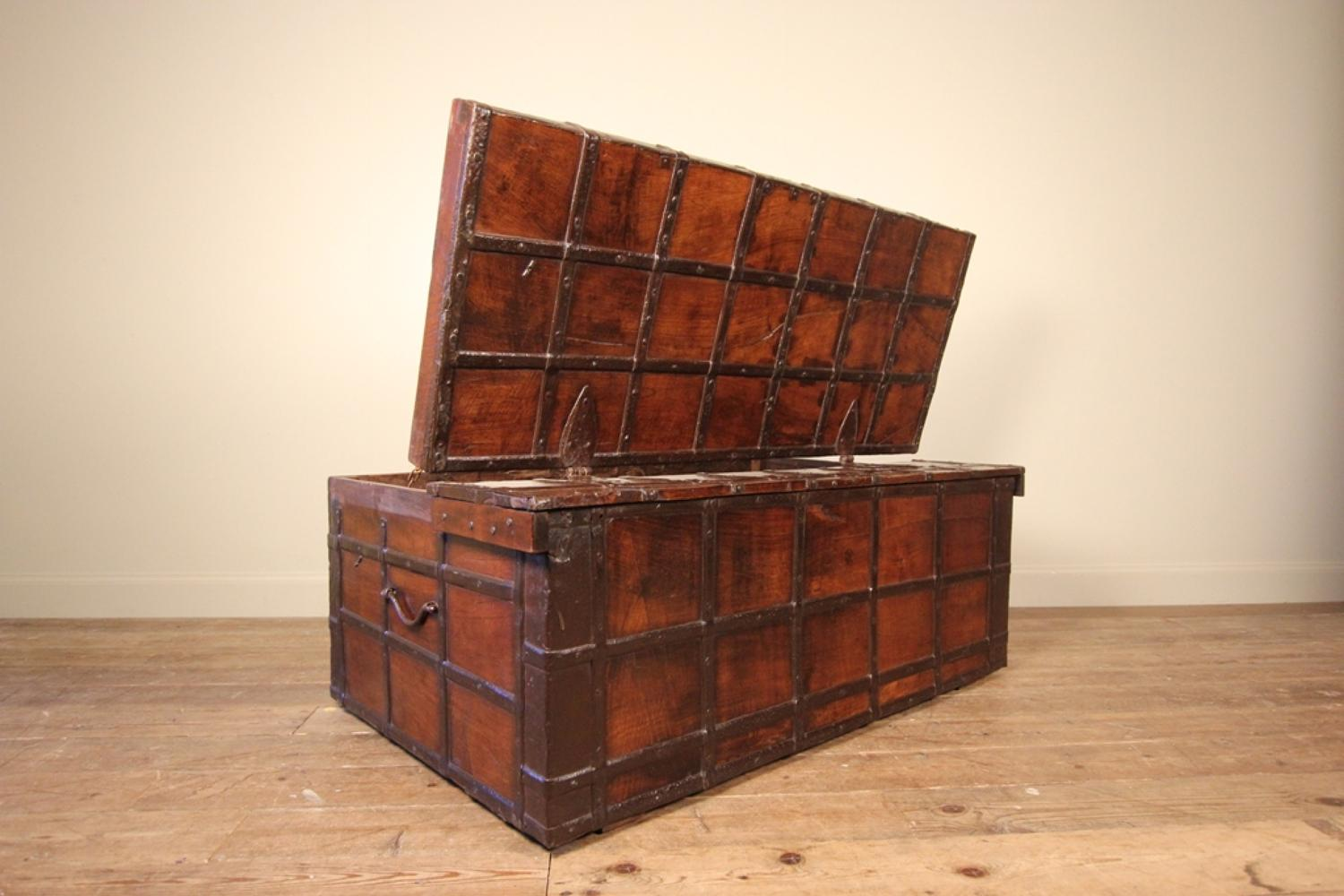 large rajasthan teak iron banded trunk in chests coffers 10258 | large rajasthan teak iron banded trunk 10258 pic4 size3