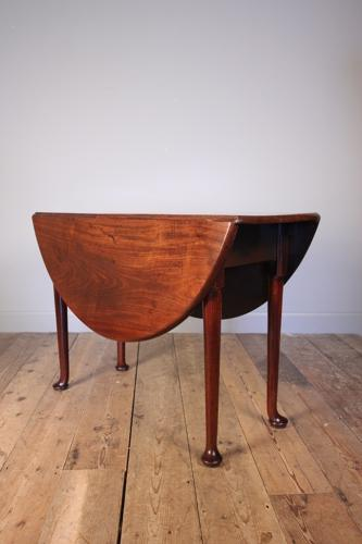 Superb 18th Century Mahogany Drop Leaf Table