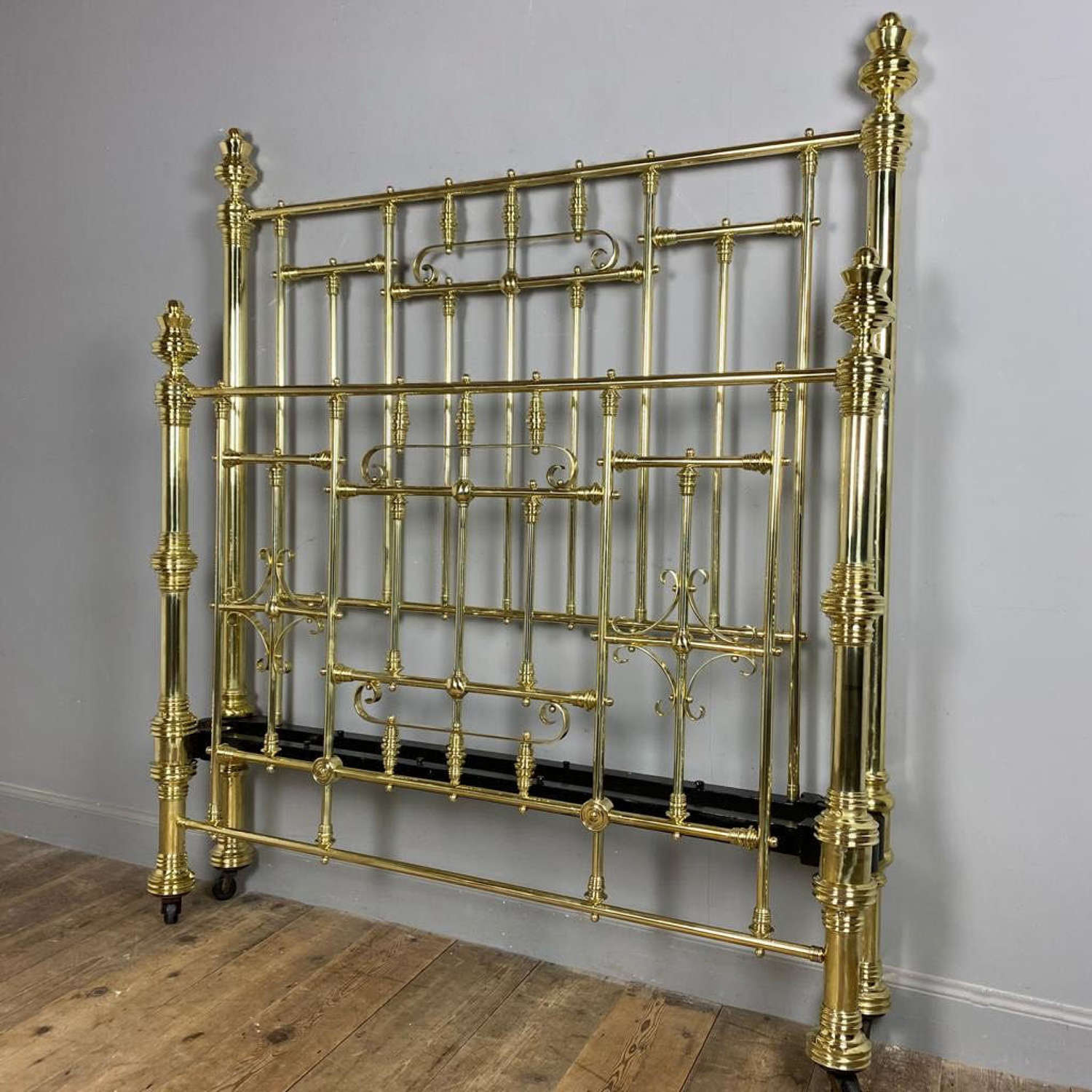Hoskins & Sewell Double Brass Bed
